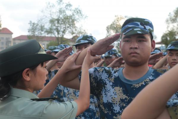 军训让我们团结一致